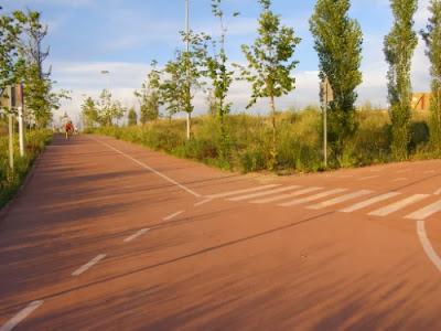 Cruce anillo verde ciclista y carril bici de Colmenar en Montecarmelo