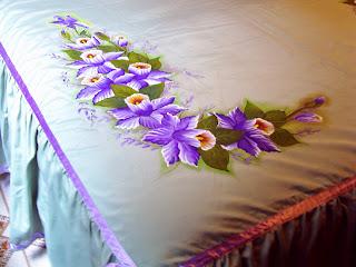 orquideas pintadas em colcha de cama