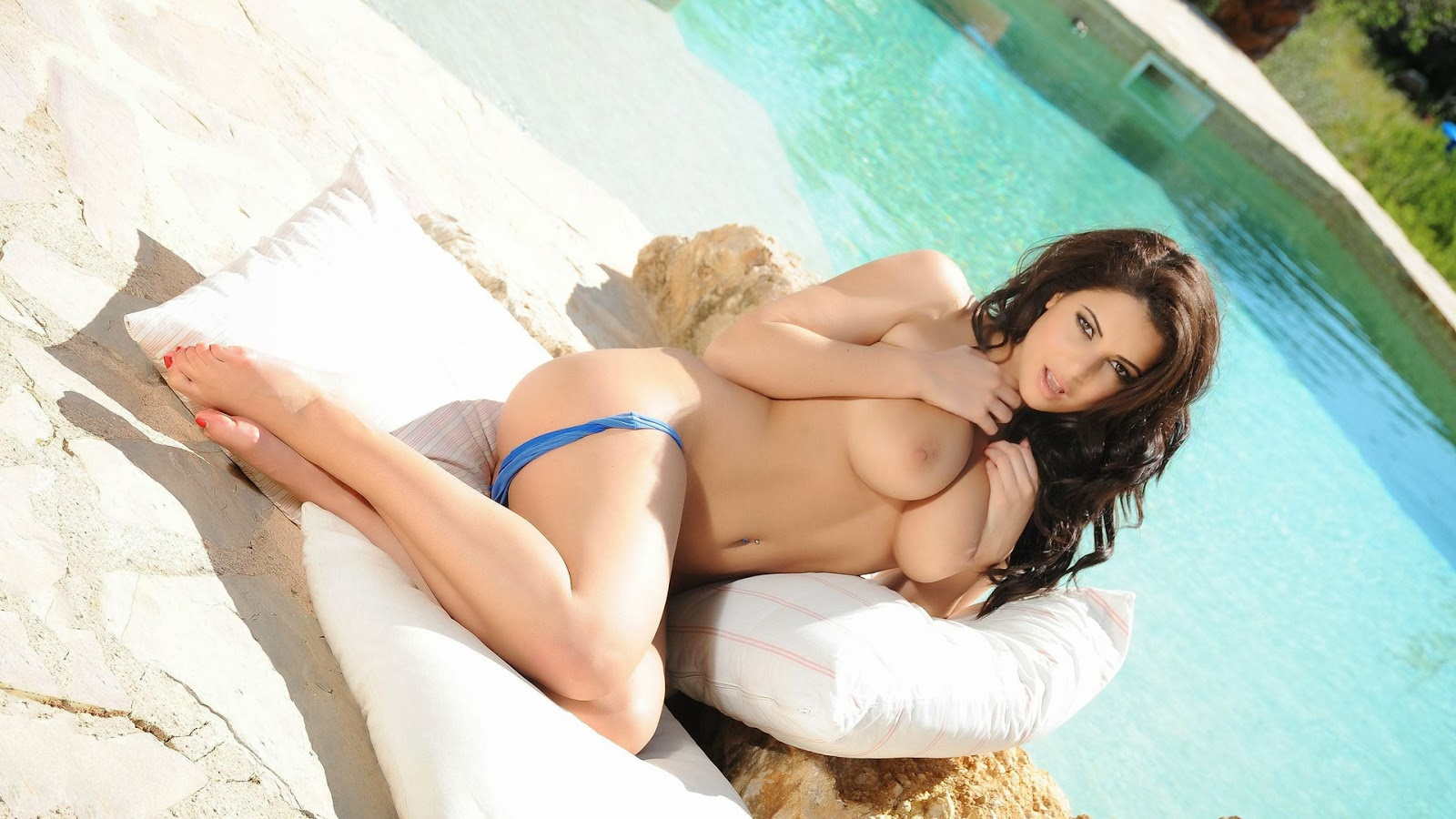 Charlotte Springer Big Tits Brunette Wallpaper