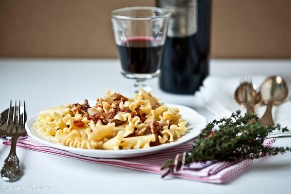 In Rotwein geschmortes Hähnchen Rezept