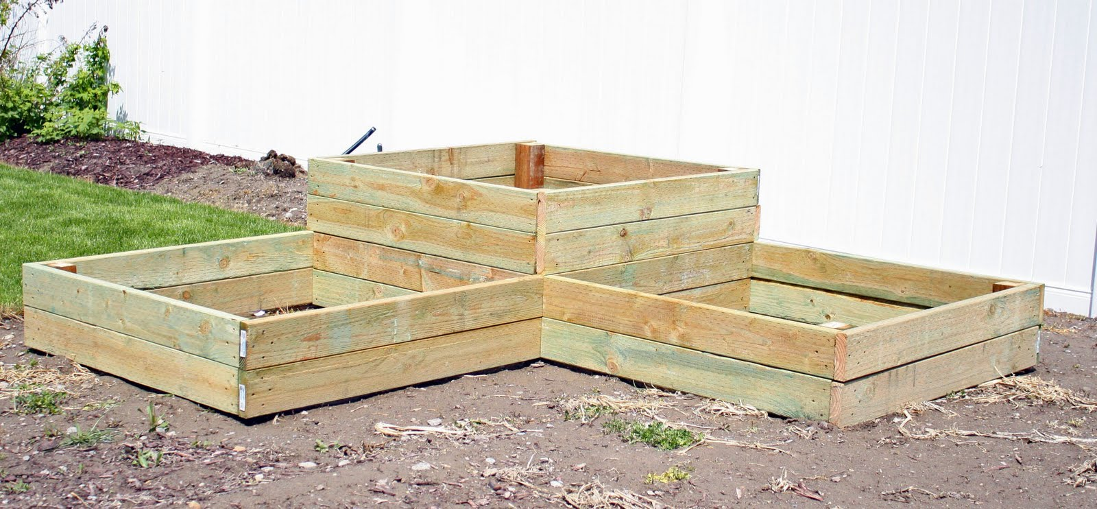 Creative mommas diy tiered raised garden beds Raised garden beds