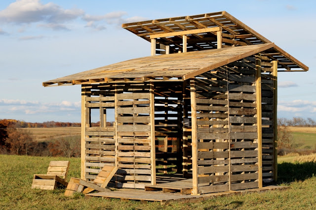 Cabin built of pallets