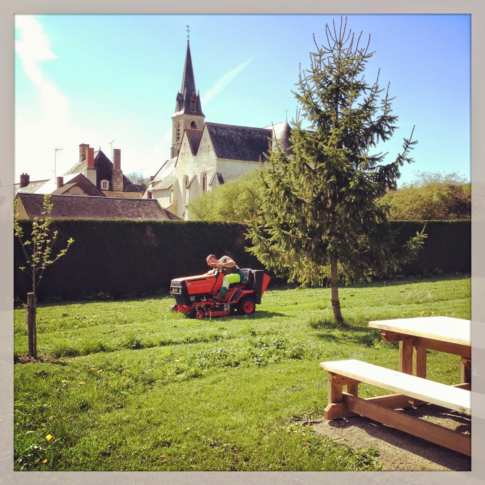 Chenu entretien du cimeti re et jardins for Entretien jardin narbonne