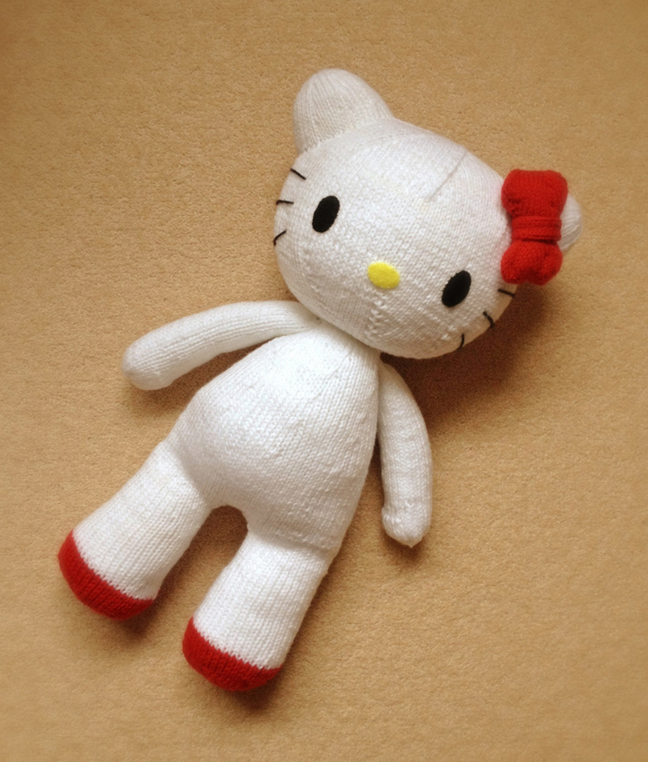 Knitting Patterns Plush Toys : knitterbees: Hello Kitty plush toy pattern