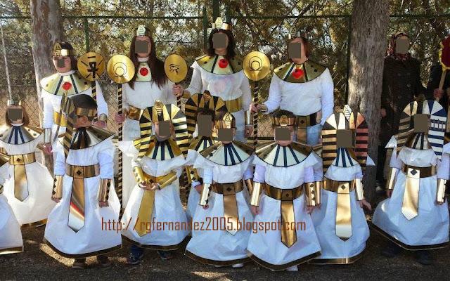 Disfraz de egipcio con bolsa de basura