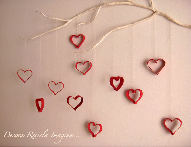 Corazones decorativos con rollo de papel higi nico for Decoracion para pared san valentin