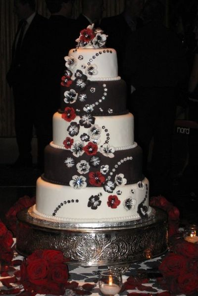 Red and black wedding cake ideas