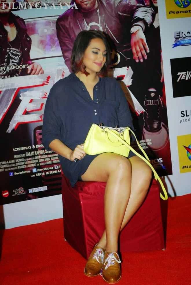 sonakshi sinha show hot spicy thigh