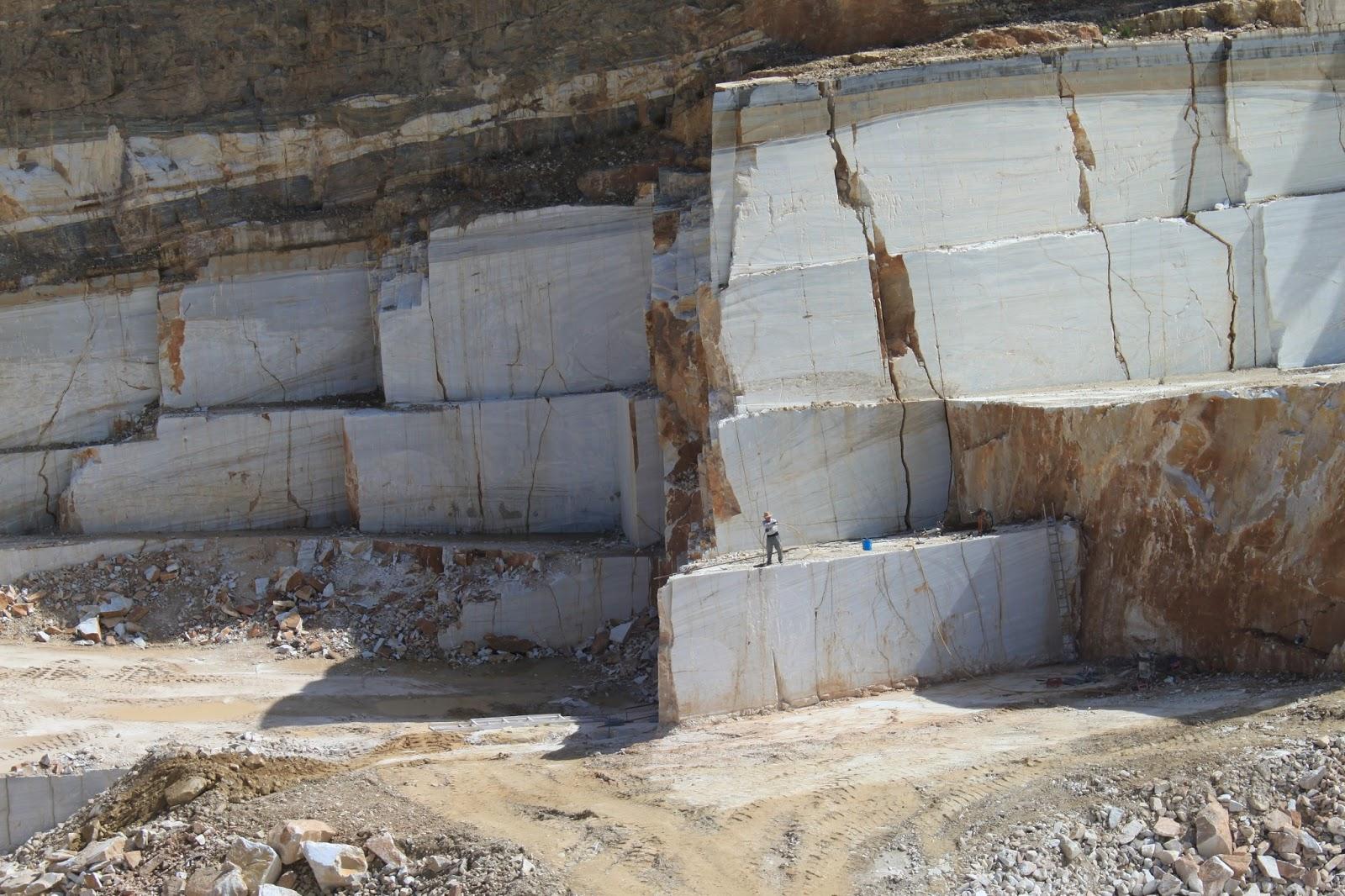Macael turismo industrial for Composicion del marmol