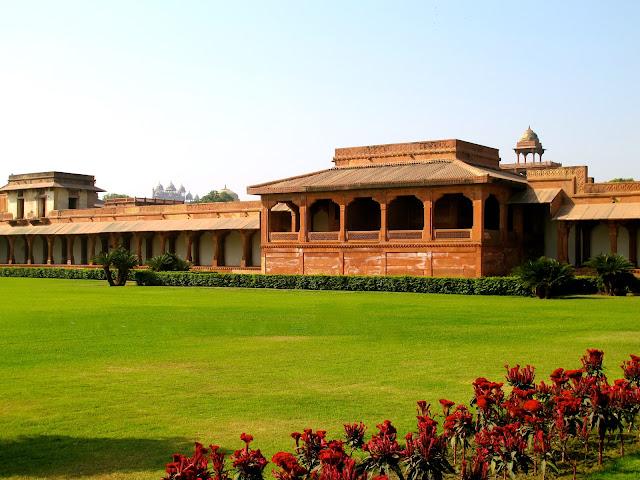 Fatehpur sikri a cidade abandonada viajar pelo mundo for Diwan i aam images