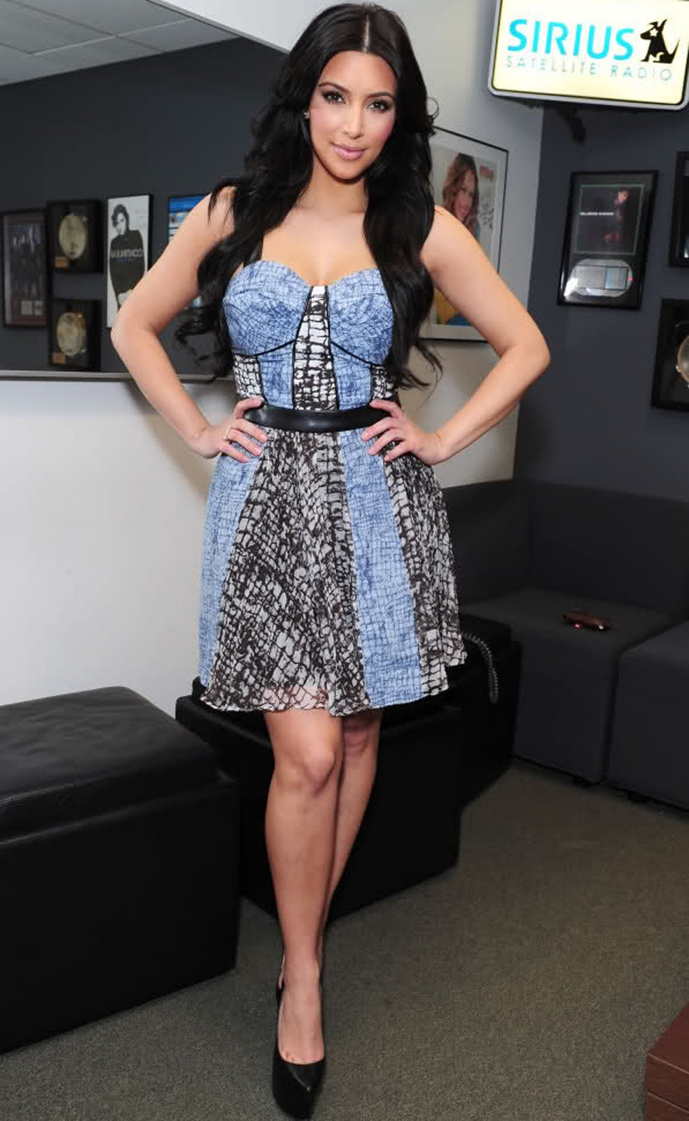 Kim Kardashian Long Wavy Hairstyles 01