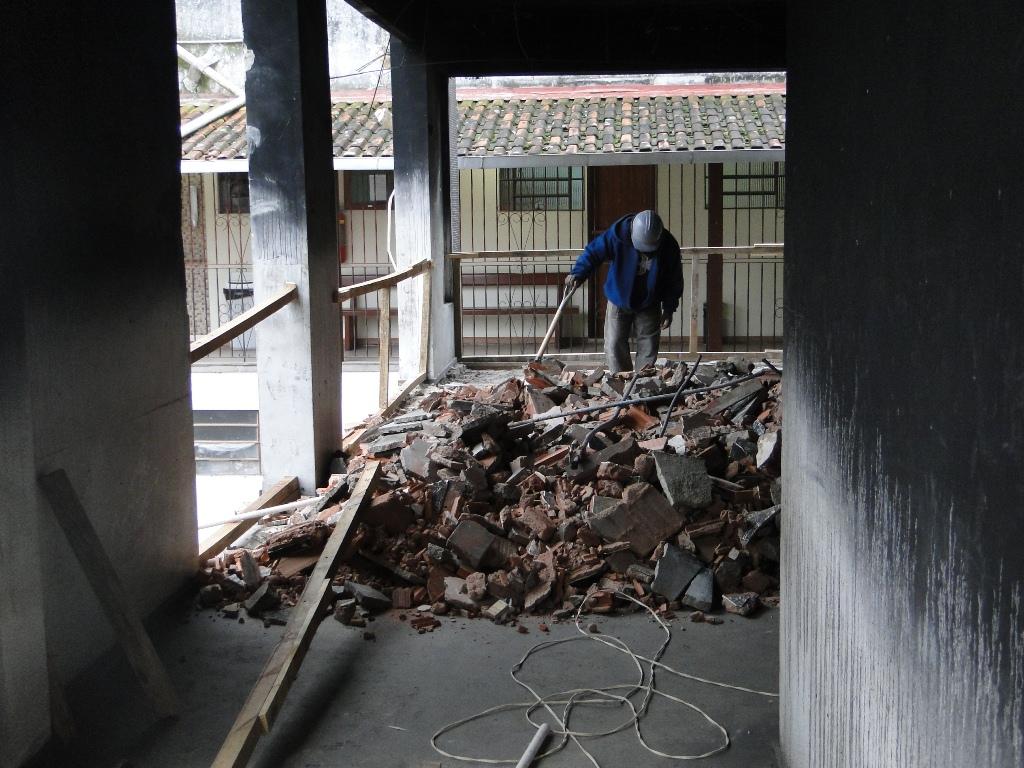 Após a demolição do prédio anexo, a Prefeitura de Teresópolis deu início às obras de reforma do bloco principal do Centro Administrativo Celso Dalmaso, localizado ao lado da Câmara Municipal, na Várzea