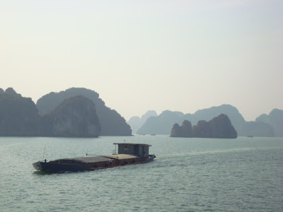 Barco en la Bahia de Halong