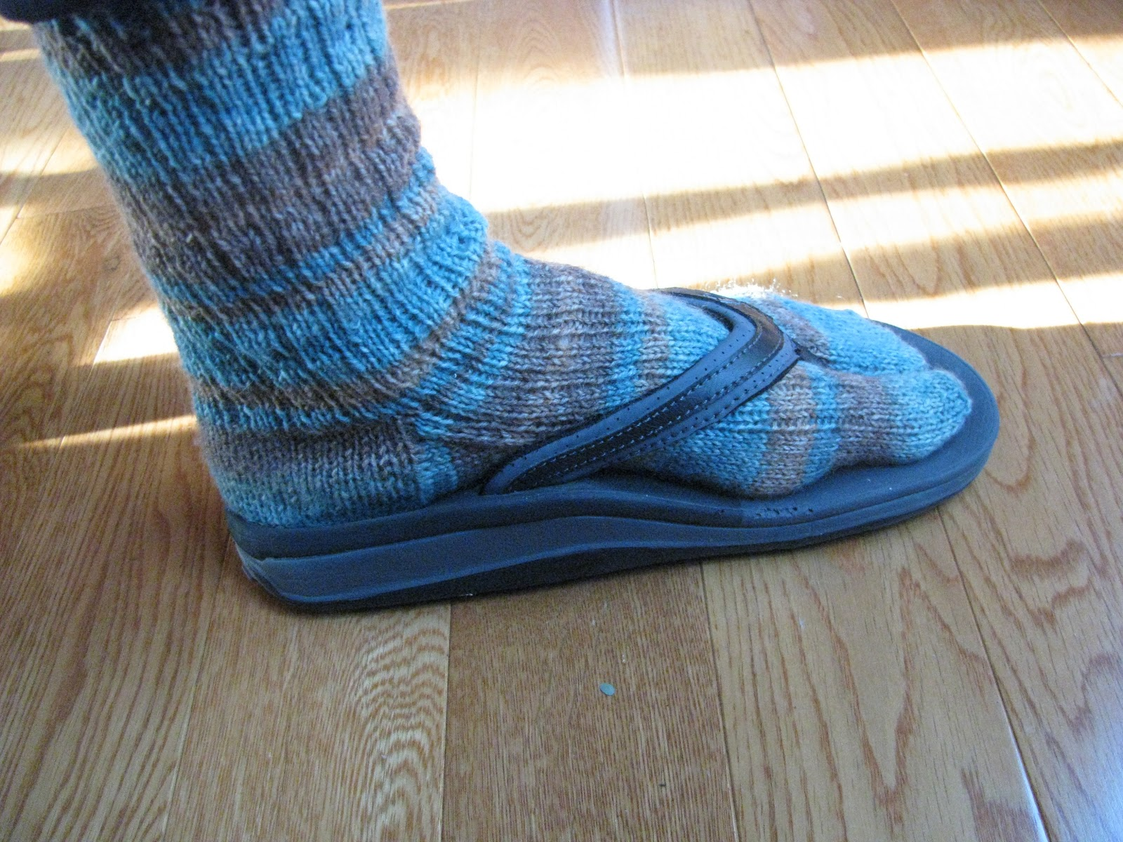Chris knits in niagara winter flip flop socks this pattern fits adult women size 7 9 knit the foot an inch longer or shorter to adjust and add 4 or 8 stitches in the round for men bankloansurffo Image collections