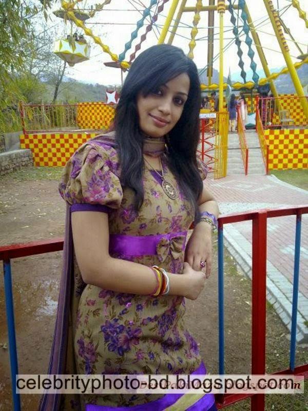 Beautiful%2BPakistani%2BYoung%2BGirl%2BSidra's%2BUnseen%2BFull%2BHD%2BPhotos%2BAlbum003