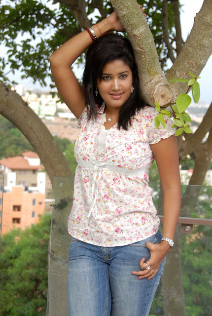 Sowmya In Jeans Cute Wallpapers sexy stills