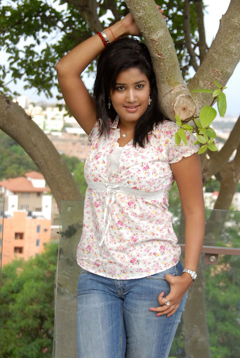 Sowmya In Jeans Cute Wallpapers stills