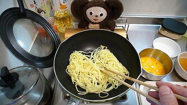 トマ玉チキンあんかけ焼きそばの作り方(2)