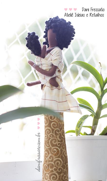 Boneca Negra com Wrap Sling, Ideias e Retalhos por Dani Fressato