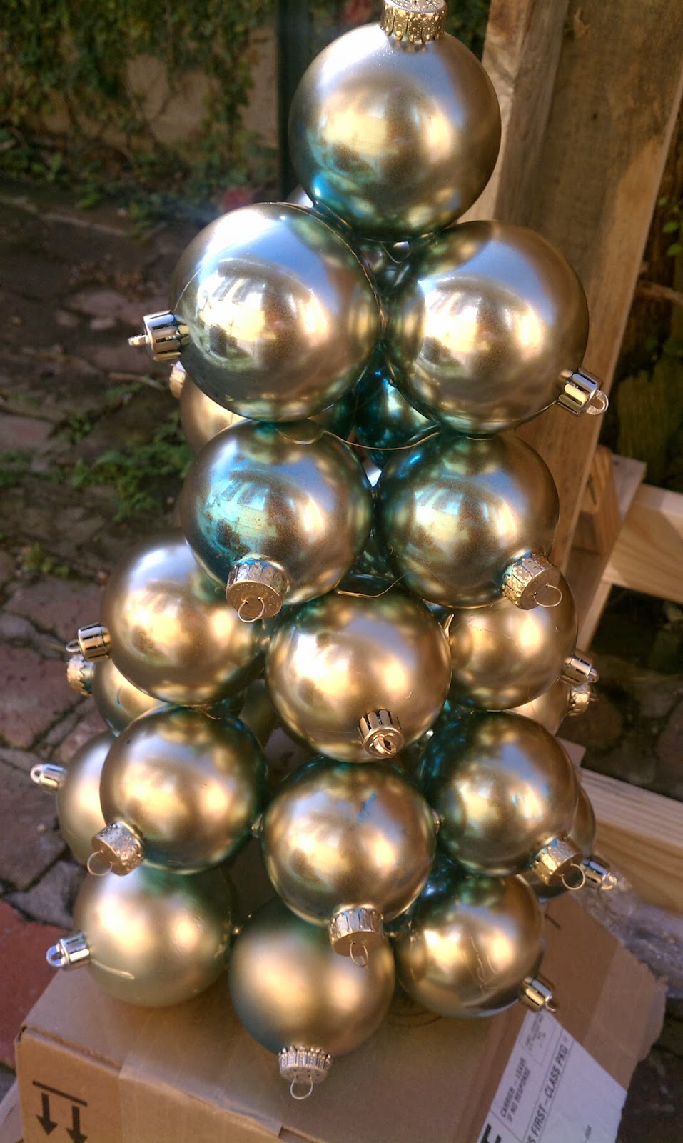 Christmas Tree Color Spray : Nadia s diy projects recycling old ornaments