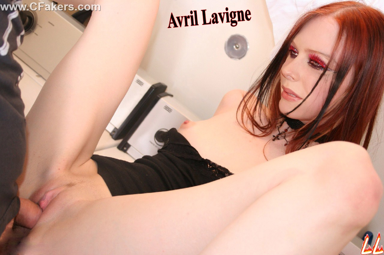 Avril Lavigne Hot Nude