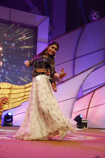 Shriya Saran Dancing Stills At Santhosham Awards 2015