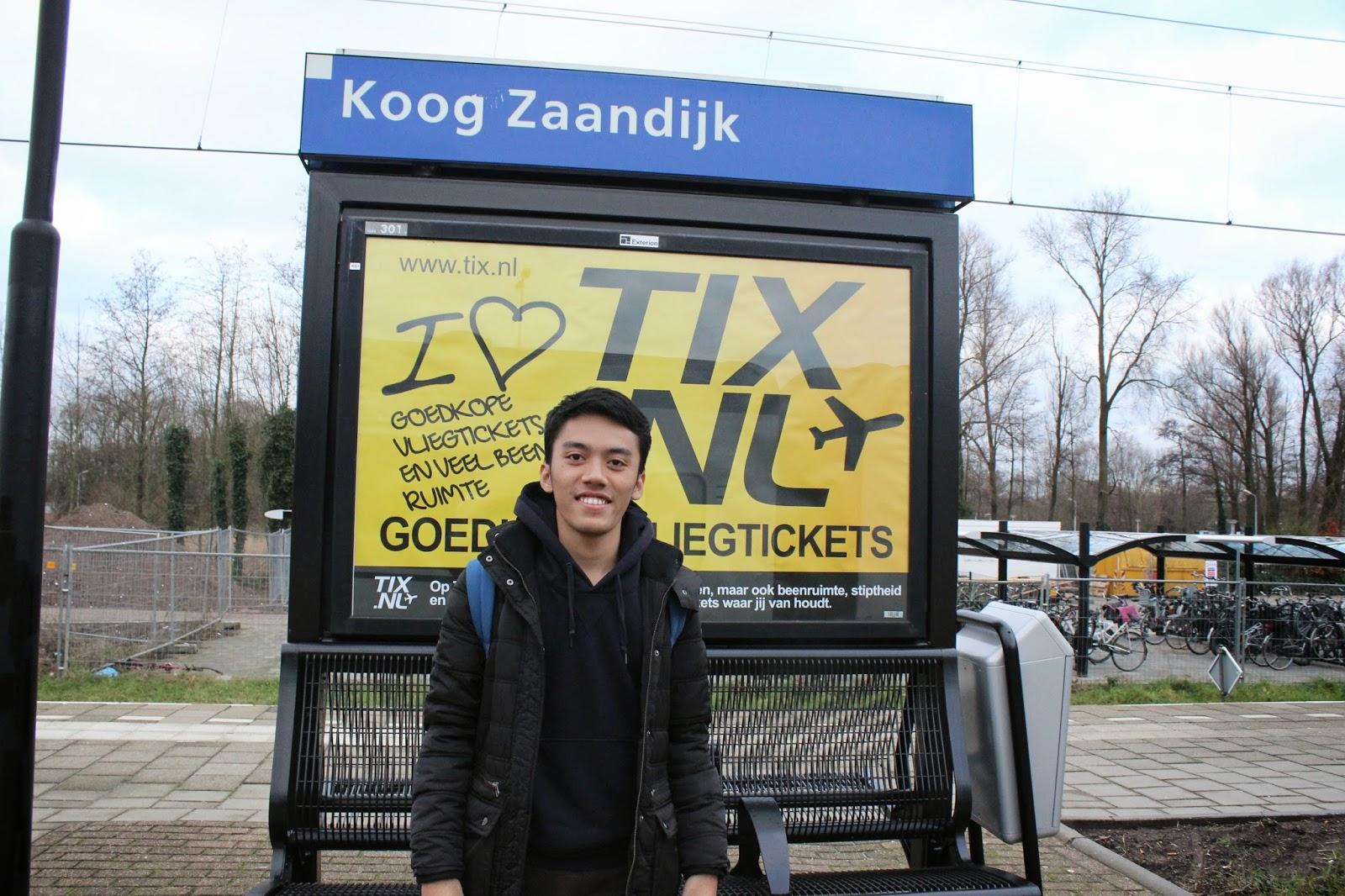 Suasana Stasiun Koog-Zaandijk, Amsterdam, Belanda