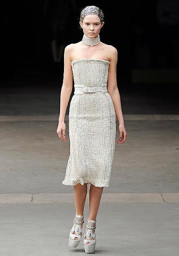 къса права булчинска рокля от Сара Бъртън