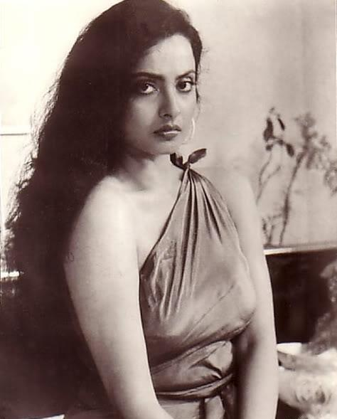Rekha hot dress