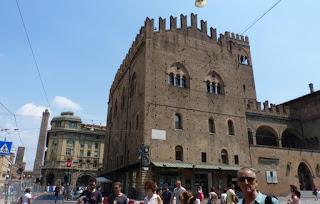 Piazza Maggiore de Bolonia, Palacio del Rey Enzo.