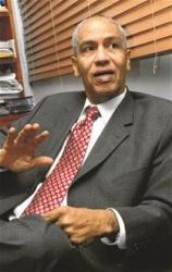 Miguel Andújar anuncia romperá silencio sobre crisis de Consulado de Boston