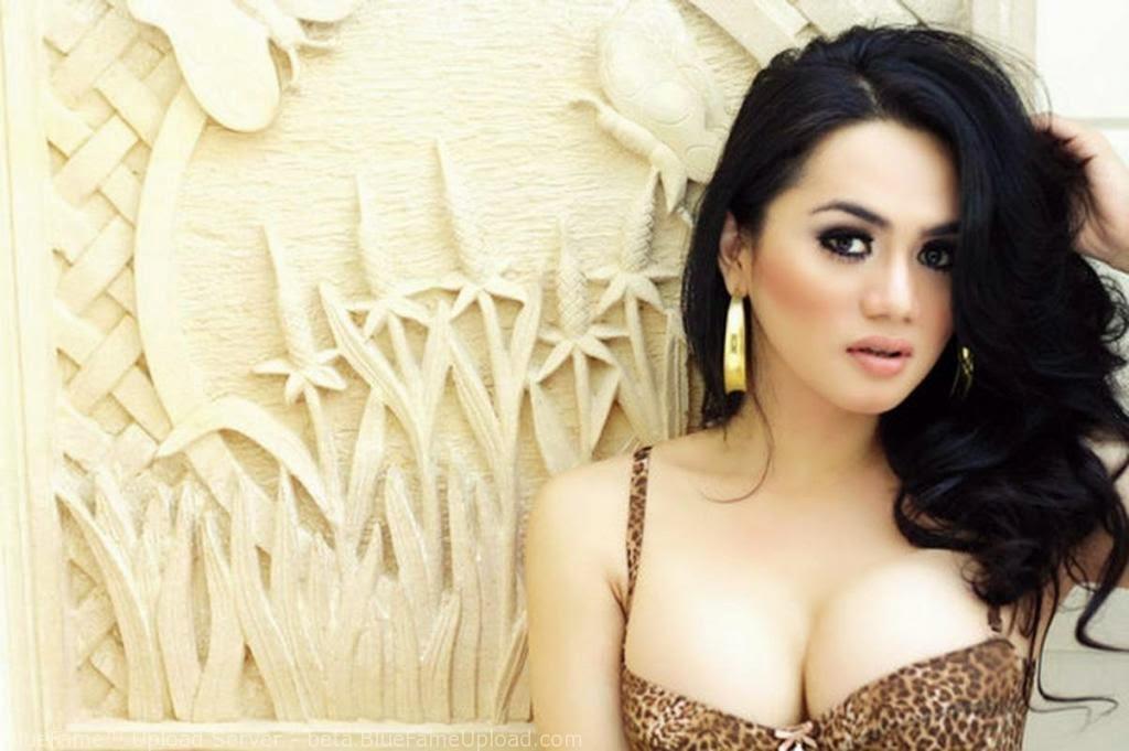 FOTO HOT Pose Hot Model Wulan Ekarina - Galeri Hot indonesia