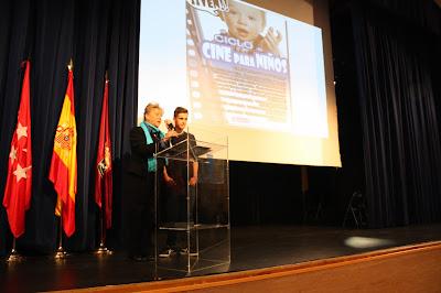 """Begoña Larraínzar junto a Daniel Cerezo, """"Zape, durante la presentación."""