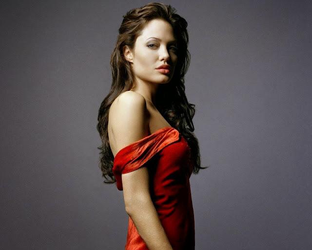 Анджелина Джоли в красном вечернем платье