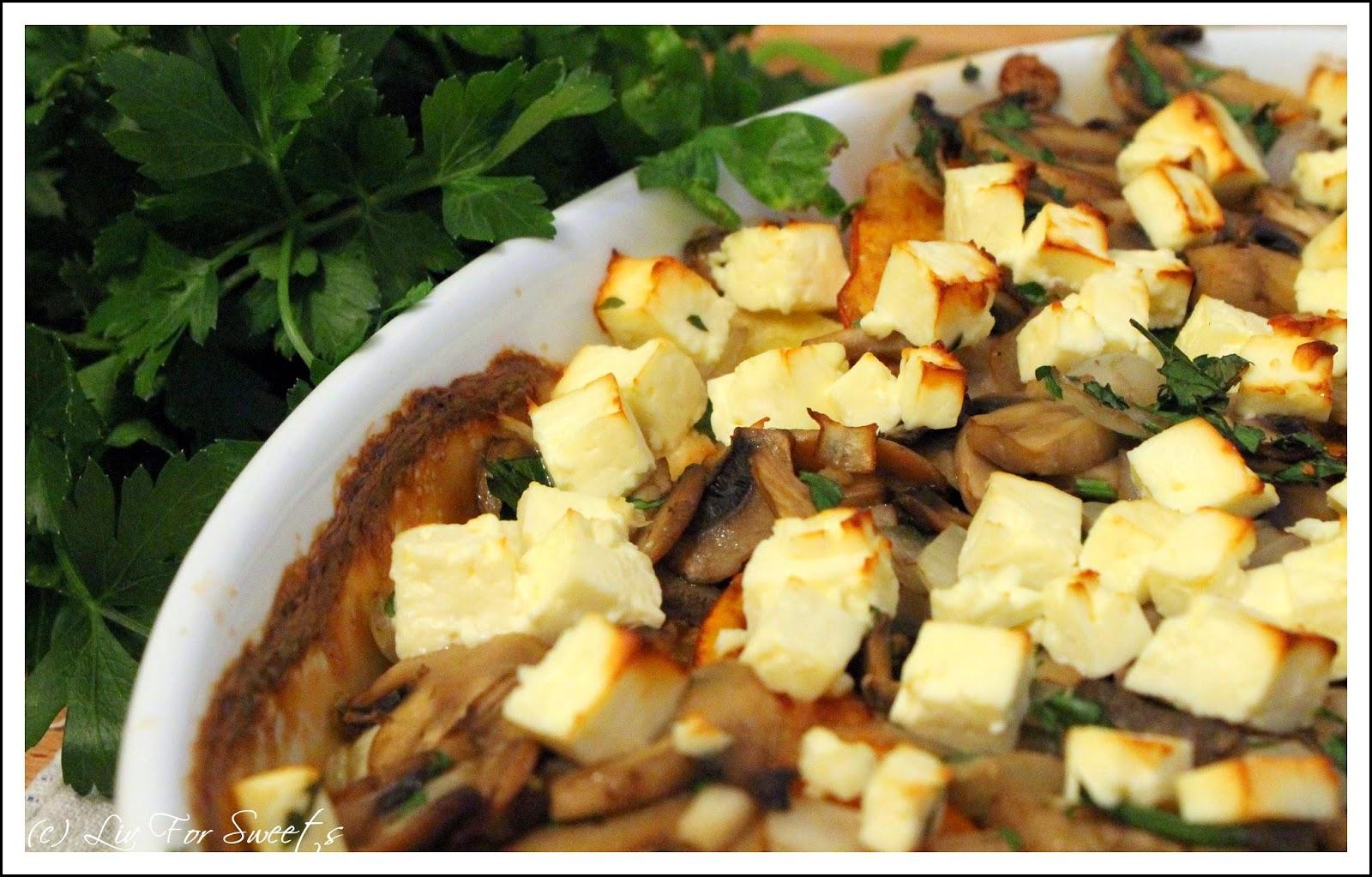 Kuerbis-Kartoffel-Auflauf mit Feta und Champignons, Pilze, Fetakäse, Soja-Creme, Petersilie, Rezept