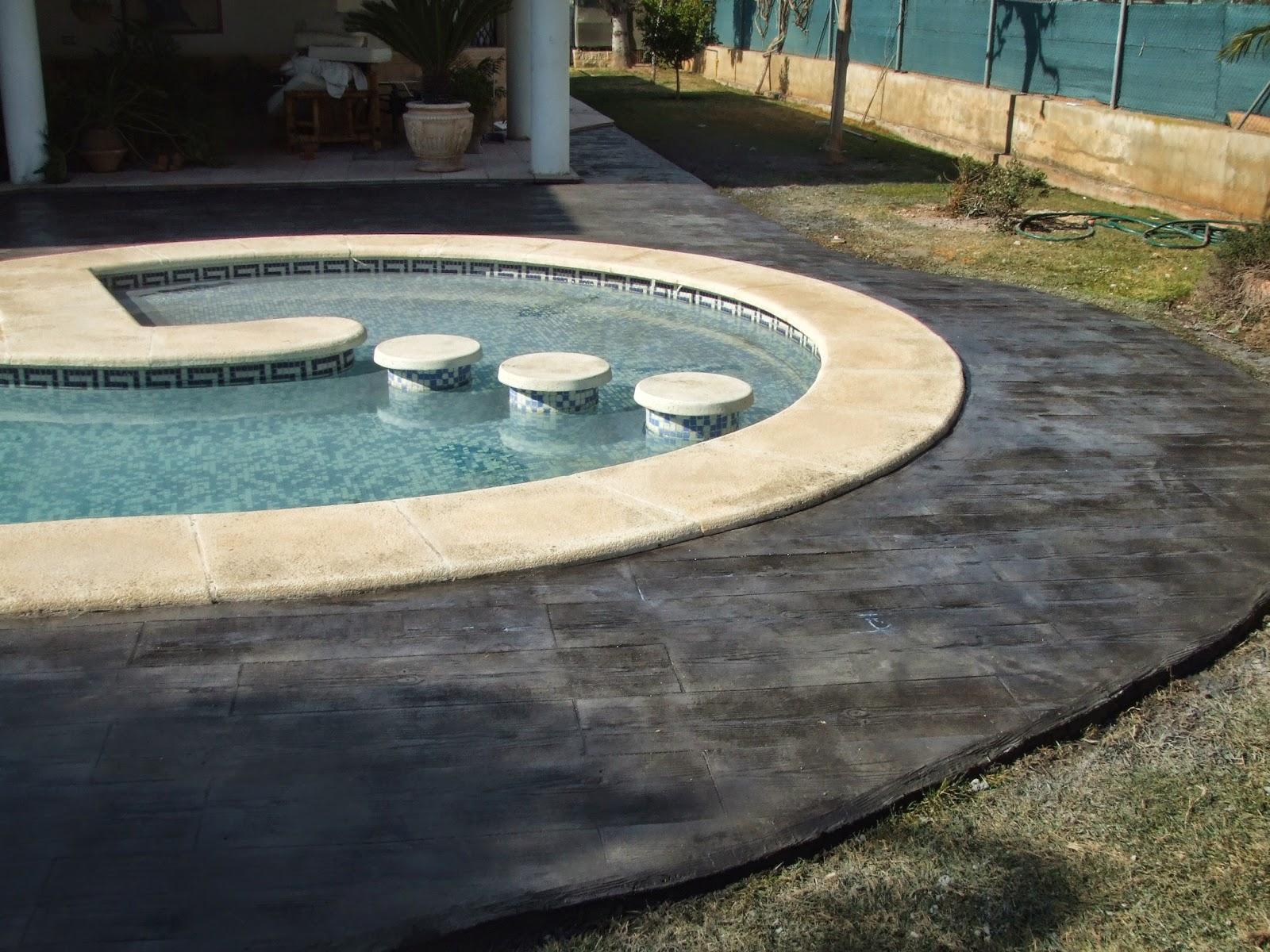 Hormig n impreso en l eliana piscina con molde de madera for Cuanto vale el hormigon
