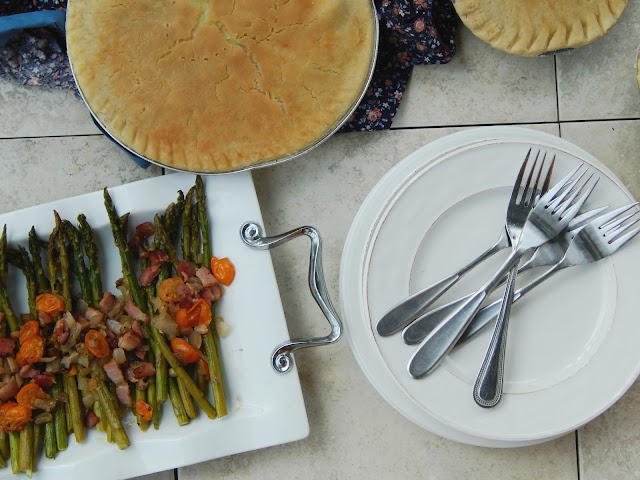 Bacon Balsamic Asparagus + A Pot Pie Dinner #PotPiePlease AD @conagrafoods
