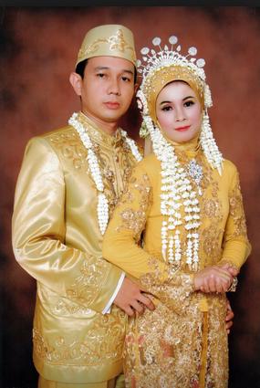 Foto gambar contoh kebaya pengantin muslim modern pria wanita