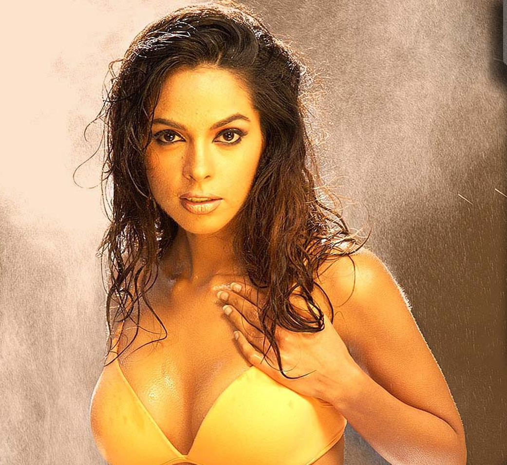 Would love mallika sherawat hot photoshoot would
