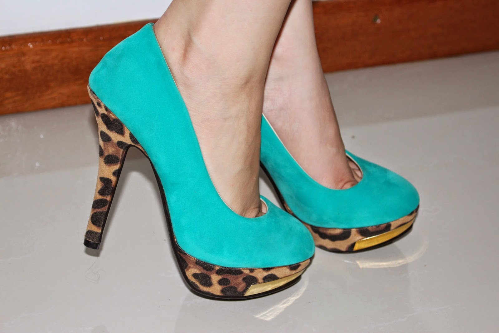 http://www.martofchina.com/womans-leopard-paneled-turquoises-stiletto-high-heels-with-metal-ornament-g82662.html?lkid=658