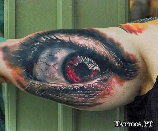 Olhos tatuados no braço