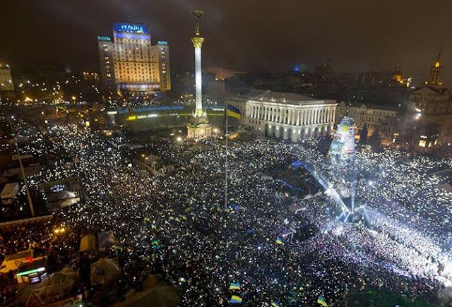 Празднование Нового года на Евромайдане в Киеве.