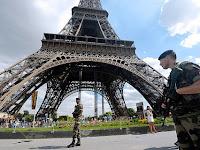 Respon Opini Revivalis Atas Paris Attack