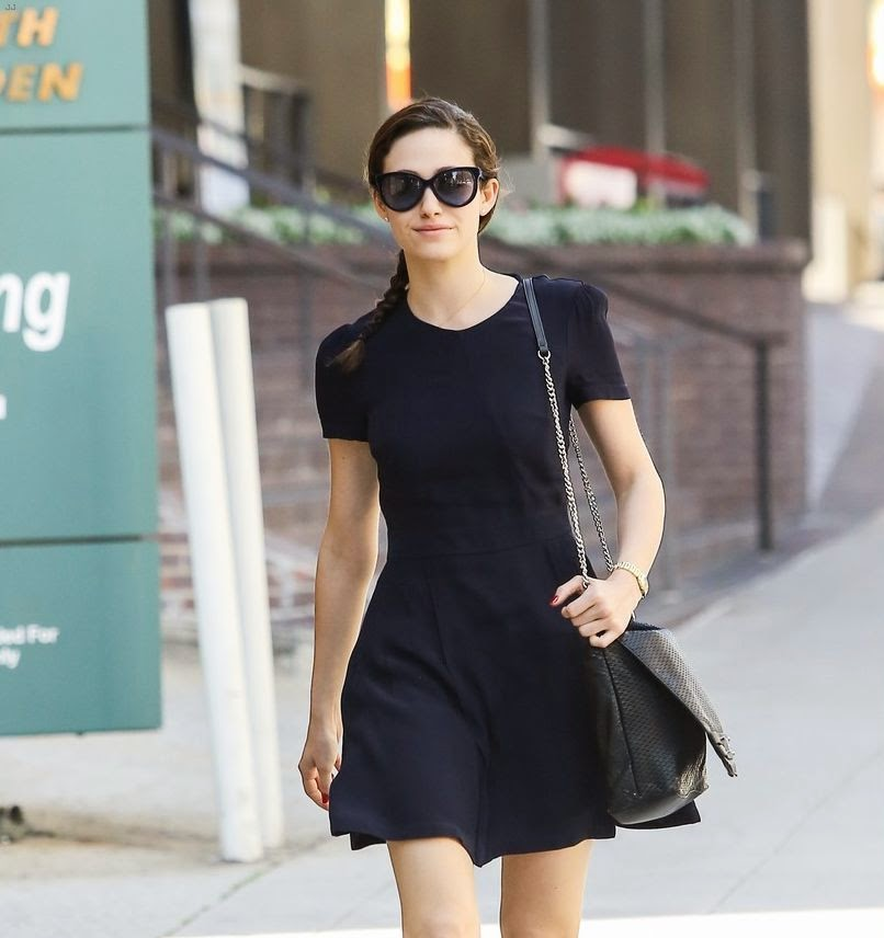 Just as we thought the actress had already achieved her customary charm as Dailymail.co.uk report: She walked by herself on the street at Los Angeles on Tuesday, March 10, 2015.  Emmy Rossum showed off her art in a dark navy dress and looking stylish with a pair of ray-ban, matching shoulder bag and cute ballet shoes.