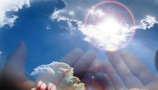 sikap mensyukuri apa yang ada denga memanjatkan do'a kepada Allah SWT.