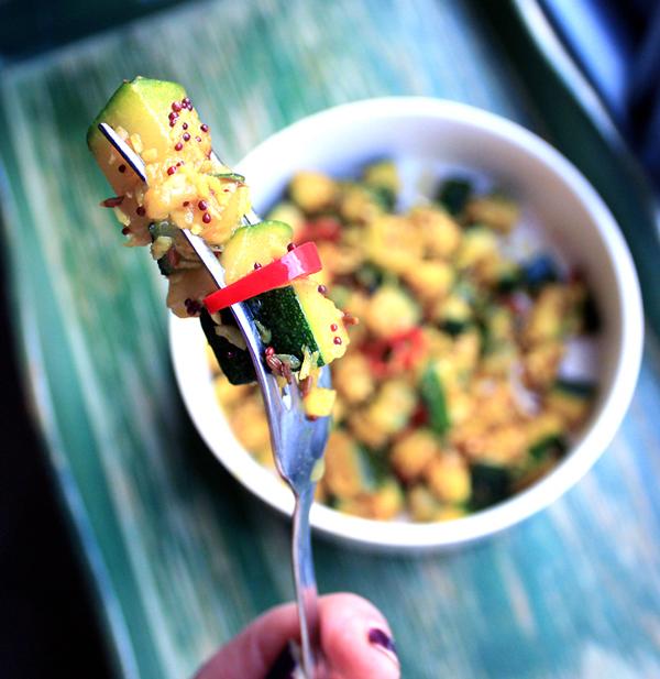 Oppskrift Squash Indisk Vegetar Krydder Sennepsfrø Gurkemeie Spisskummenfrø Korianderfrø Kokosmasse