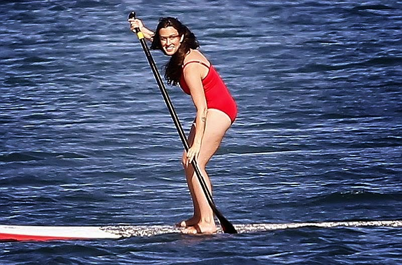 The 40-year-old looks to be having a great time when she spends her break to paddle boarding in Malibu, Hawaii, USA on Sunday, June 15, 2014.
