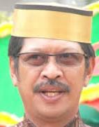 Bupati Gowa, Sulawesi Selatan membuat kebijakan kontroversial alias Ora Umum dimana akan menghapus pelajaran Baca Tulis dan Berhitung alias Calistung di kelas 1 dan 2 Sekolah Dasar.