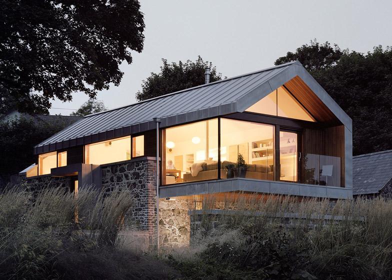 Ristrutturazione di un fienile by mcgarry moon architects for Moon architecture