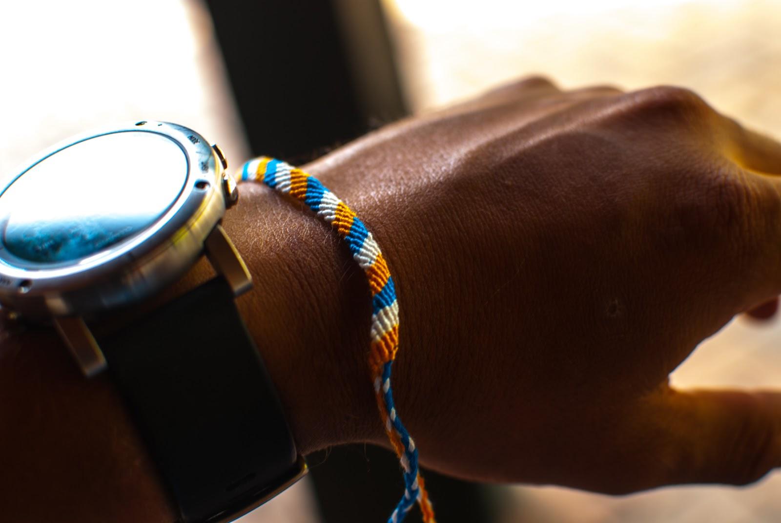 ミサンガとSUUNTOの腕時計